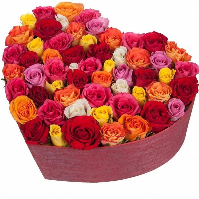 51 роза ассорти в коробке сердце R046