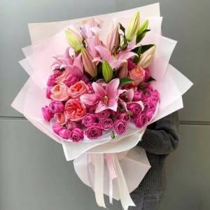 Букет в розовых тонах лилии и розы пионовидные R1512