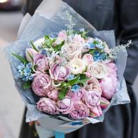 Сборный букет с пионовидными розами R009