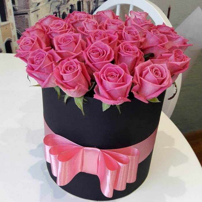 21 розовая роза в коробке R042
