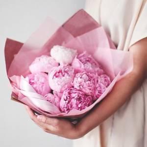 Нежный букет 9 розовых пионов R001