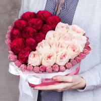 Сердце 31 пионовидная роза в коробке R97
