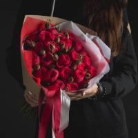 Букет 11 пионовидных красных роз R008