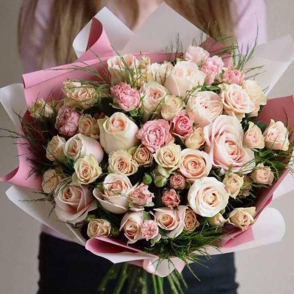 Бизнес, обычно оформляют букет роз