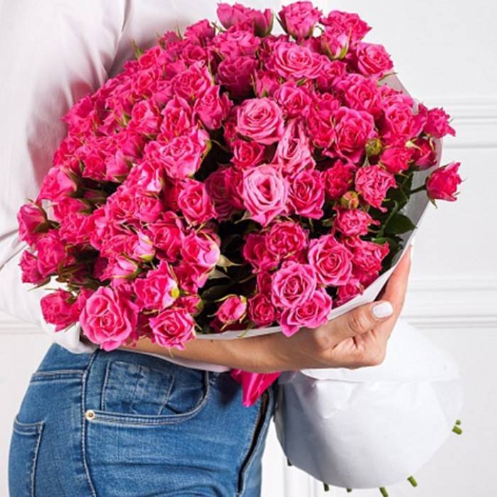 Большой букет 51 кустовая розовая роза R485