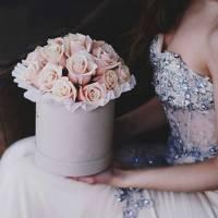 19 кремовых роз в коробке R019