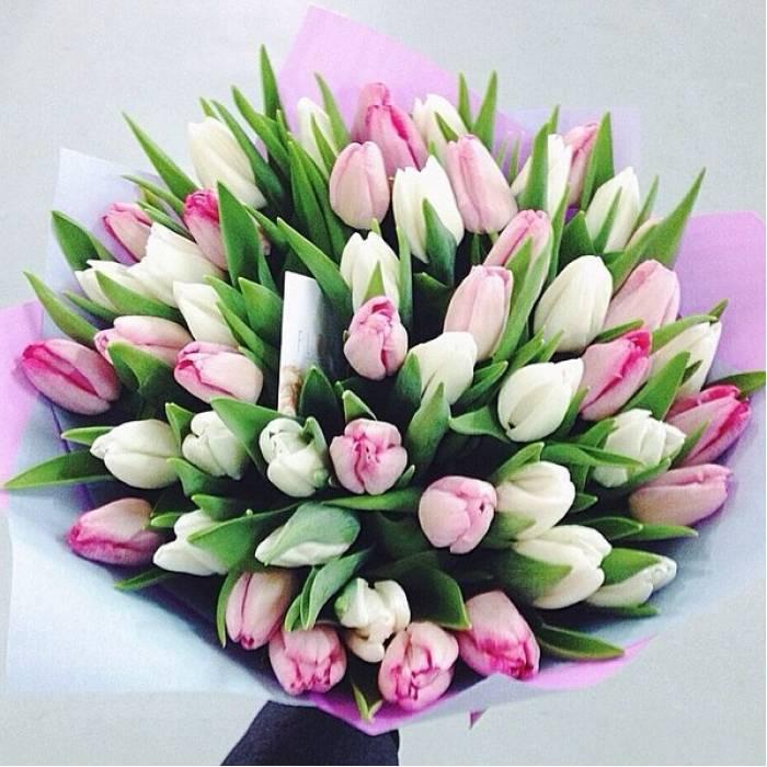 Бело-розовый букет ассорти 59 тюльпанов R010